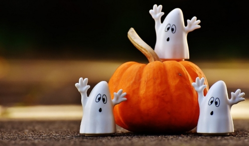 Safe and Cost Effective Ways to Decorate this Halloween