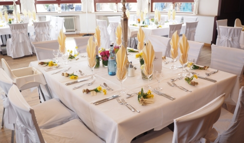 Choosing the Perfect Color Scheme for Your Party Linen Rentals