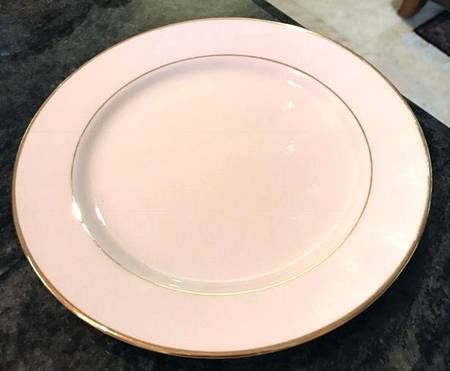 Plate, Luncheon Ivory w/ gold trim
